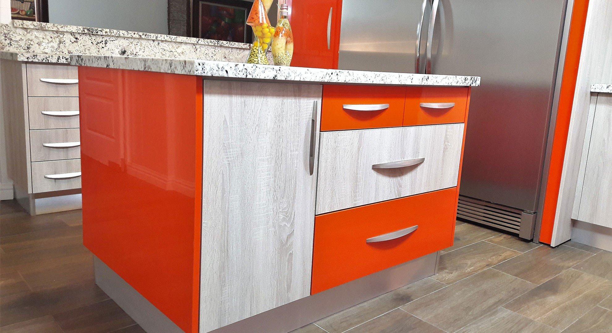 Cocina naranja acrilica